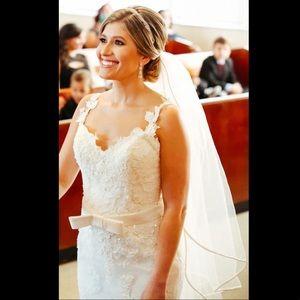 Wedding gown / dress, size 2-4